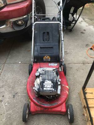 Older gas lawn mower , was working when I left it in the backyard for Sale in Fresno, CA