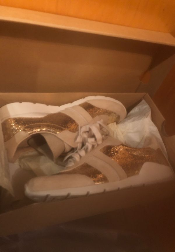 Size 5.5 lady's uggs