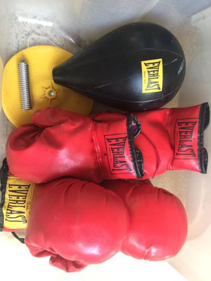 Everlace autograph lace up boxing gloves and speed bag assembly for Sale in Opelika, AL