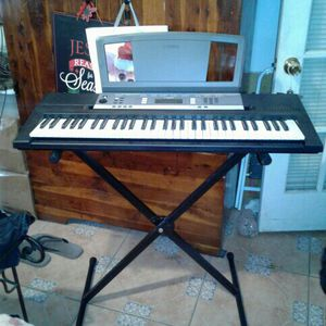 Yamaha YPT-240 Piano Keyboard With Stand for Sale in Miami, FL