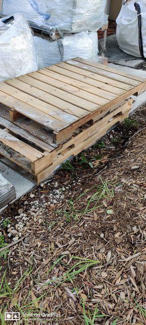 Free Crates for Sale in BELLEAIR BLF, FL