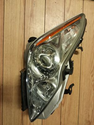 Infiniti G37 coupe RT side headlight like new for Sale in Brooklyn, NY