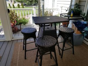 Wicker Counter Height Outdoor Table for Sale in Laurel, DE