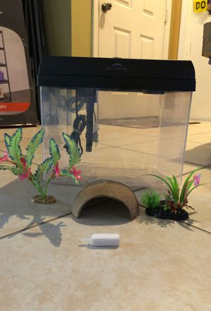 3 gallon fish tank/aquarium for Sale in Orlando, FL