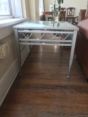 Metal and glass end table for Sale in Cleveland, OH