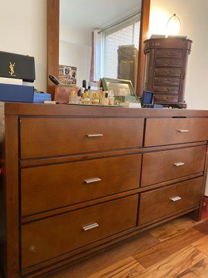 Bedroom dresser & mirror, two nightstands, queen headboard, and two lamps for Sale in Falls Church, VA