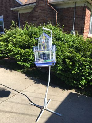Bird gauge with feeder and bird toy and stand for Sale in Dearborn Heights, MI