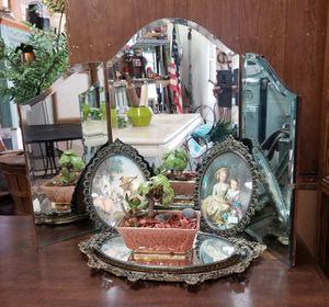 Antique Tri-Fold Mirror for Sale in Covina, CA
