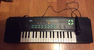 Electronic musical keyboard for Sale in Tampa, FL
