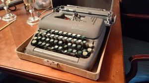Smith-Corona antique typewriter with case for Sale in Kingsport, TN