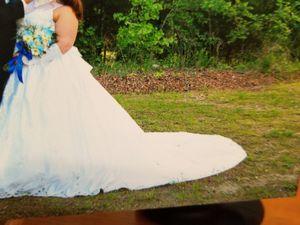 Wedding dress with hoop slip for Sale in Sugar Creek, MO