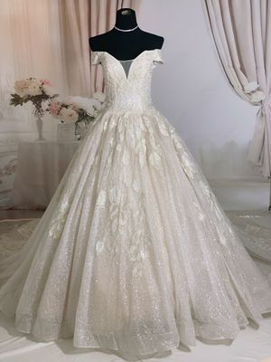 Luxury bling off the shoulder royal ballgown wedding dress/Quinceanera&Sweet 16 for Sale in Fort Lauderdale, FL