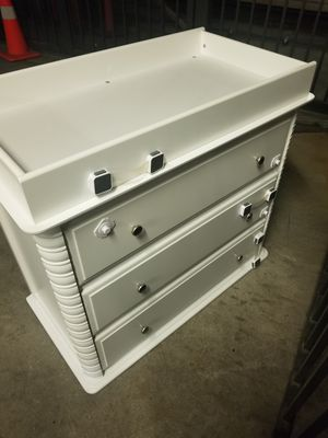 3 drawer dreeser with changing top changing table for Sale in Los Angeles, CA