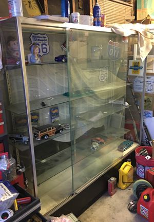 LARGE GLASS DISPLAY CASE with light!OBO for Sale in Long Beach, CA