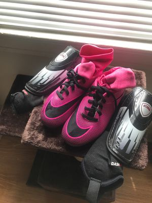 Girls Soccer Cleats 13c and Shin Guards for Sale in Washington, DC