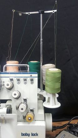 Baby Lock Sewing machine Overlock PRO LINE BL4-428D 4/3/2 Thread Differential Feed TESTED Very good Soving And Good condition for Sale in Brooklyn,  NY