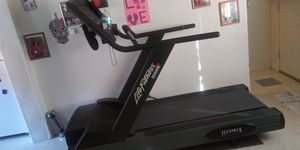 Life Fitness 9500HR Treadmill for Sale in Denver, CO
