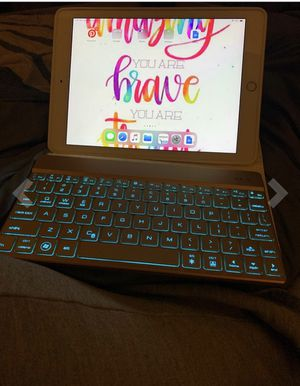 iPad Keyboard Case fit with iPad 9.7 2018 for Sale in Brooklyn, NY