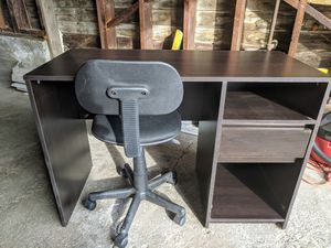 Desk and chair for Sale in Martinez, CA
