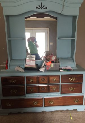 Dresser with mirrored top for Sale in Pell City, AL