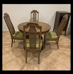"""42"""" solid wood dining table & 4 chairs for Sale in Pompano Beach, FL"""