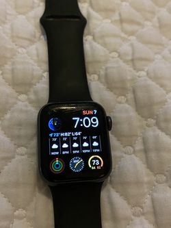 Apple Watch 4 ... 40 MM Cellular for Sale in Fort Myers,  FL
