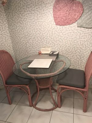 Small kitchen table & 2 chairs for Sale in Fort Myers, FL
