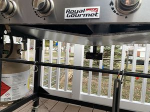 Royal gourmet grill for Sale in Beckett Ridge, OH