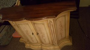 Antique foyer table for Sale in Dearborn, MI
