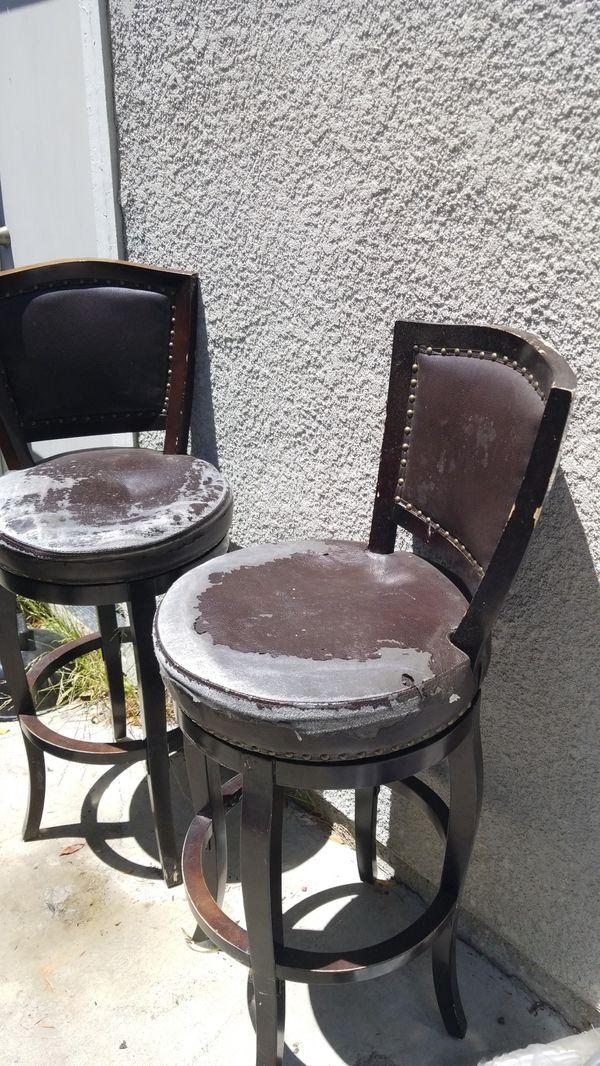 Bar stools swivels