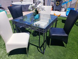 Dining table set 5 pcs for Sale in Las Vegas, NV