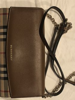 Burberry Wallet with Chain for Sale in Portland,  OR