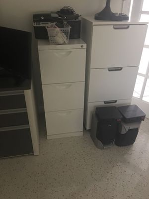 File cabinet the large one for Sale in Miami, FL