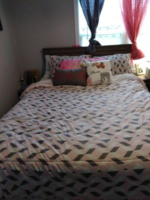 Queen bed set for Sale in Trinity, NC