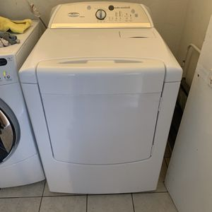 Super Clean Whirlpool Electric Dryer for Sale in Turlock, CA