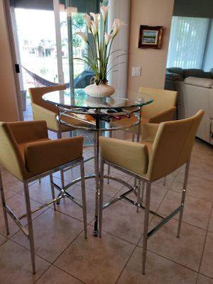 Kitchen table and bar stools for Sale in FL, US