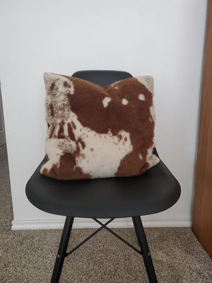 Cowhide pillow for Sale in Saginaw, TX