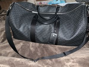 Michael Kors AUTHENTIC DUFFLE BAG SIZE LARGE for Sale in San Jose, CA