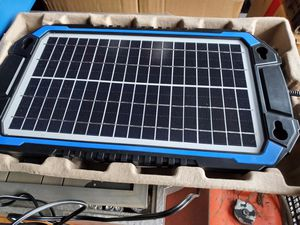 suner power bc-8w solar power battery charger for Sale in Dundee, OR