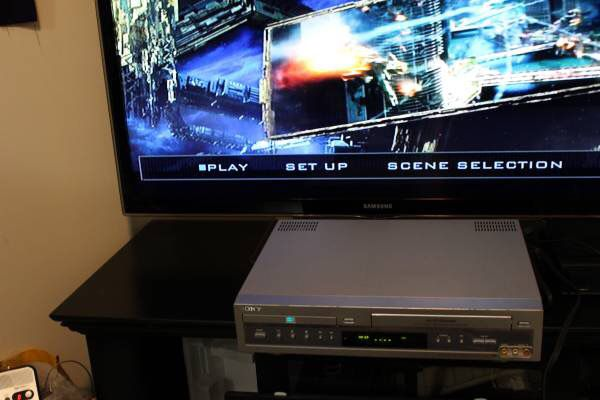 Sony SLV-D100 DVD Player Combo VHS VCR Player Recorder with Remote, cable and free VHS tape