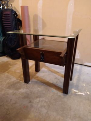 Side Table LIKE NEW for Sale in Monroe, WA