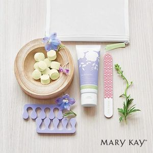 Pedicure set mary kay limited edition for Sale in Grand Prairie, TX