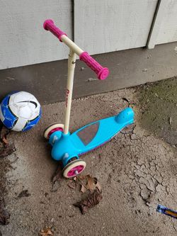 Free Toddler Scooter for Sale in Beaverton,  OR