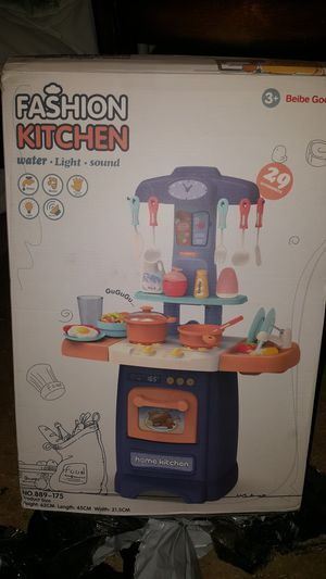 Kids Small Fashion Kitchen toy for Sale in Los Angeles, CA