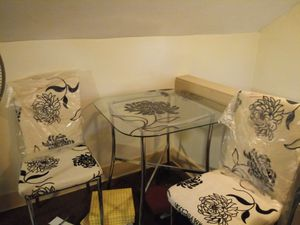 Small kitchen table and chairs for Sale in Akron, OH