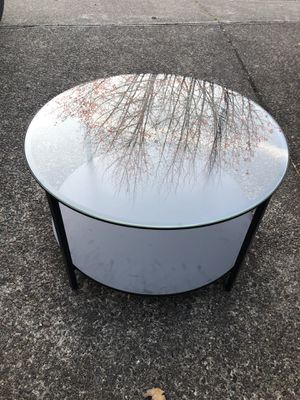 Glass coffee table, round with removable shelf for Sale in Hillsboro, OR