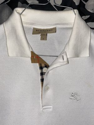 Burberry polo shirt for Sale in Eastpointe, MI