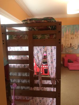 Twin loft bed with drawers (used) bunk bed for Sale in Pompano Beach, FL