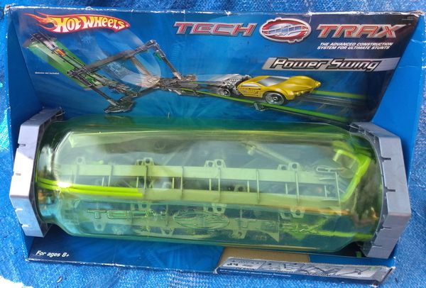 Hot Wheels Tech Trax Power Swing Flex Loop Stunt Set Mattel 2004 Toy Unopened Sealed