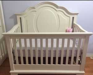 Legacy classic kids crib for Sale in Glendale Heights, IL